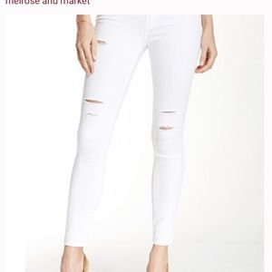 White ripped jeans nwt SPRING JEANS